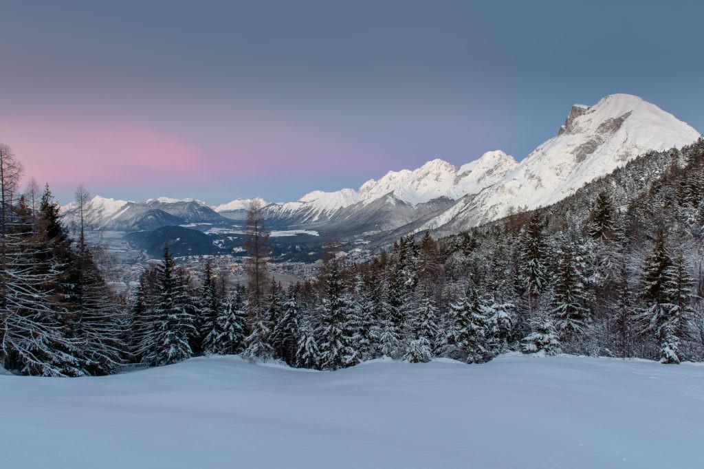 Abendrot in Mösern, am Endes des zweiten Tags der Schneewanderung, Foto Johannes Geyer
