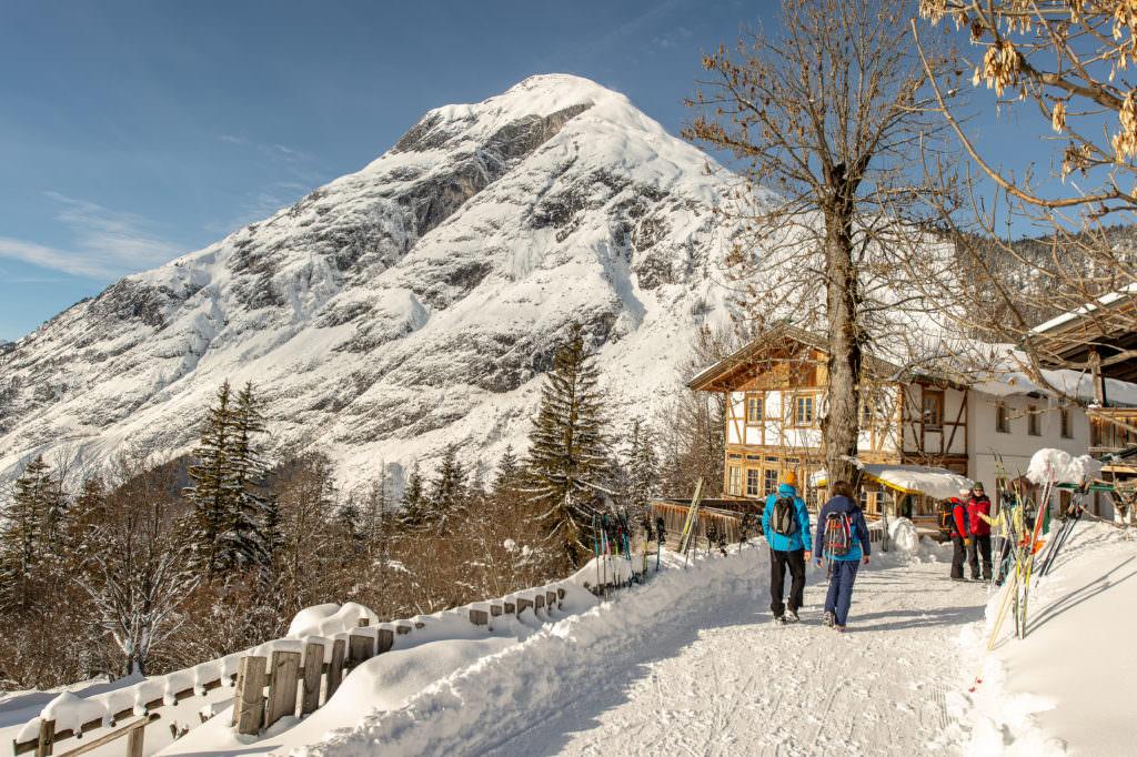 Auf der Schneewanderung in Mösern, Foto Johannes Geyer