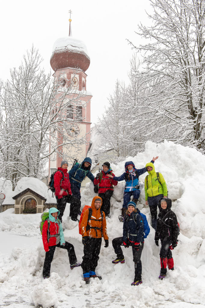 Unsere Gruppe auf der Schneewanderung in Tirol, Foto Johannes Geyer